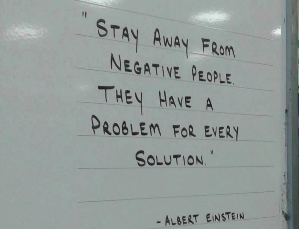 Restez à distance des personnes négatives …